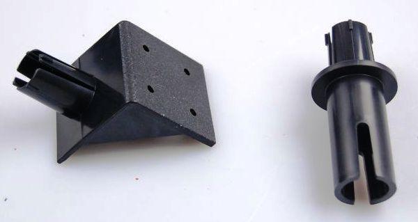 Два кронштейна из комплекта отпугивателя Weitech WK0051 — для крепления на стену и на трубу